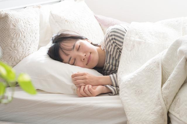 直接肌が触れる枕や布団カバーを定期的に洗濯しましょう。