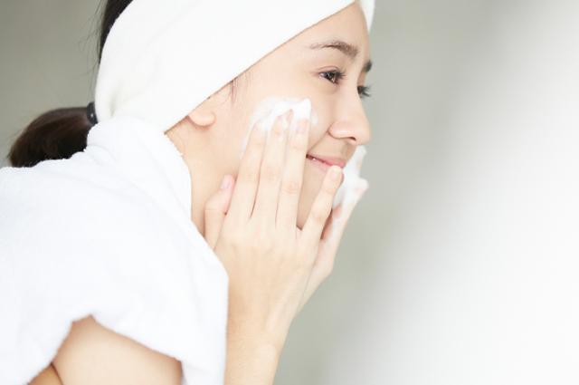 朝の洗顔料はできるだけ刺激の少ない、お肌にやさしいものを選ぶと良いですね