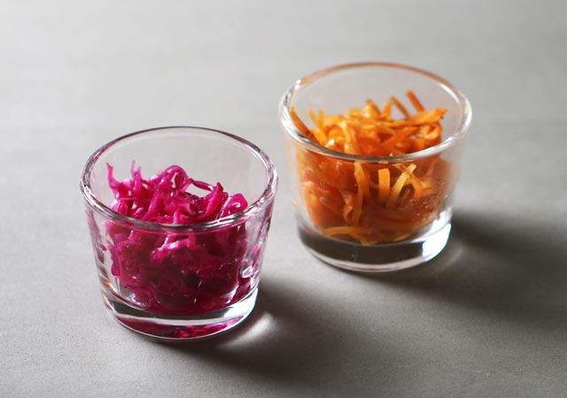 にんじんのきんぴら、紫キャベツの酢漬け。