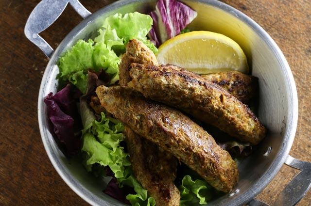 コラーゲンが多いとされるのは、豚足や豚耳、牛すじ肉やテールなど。うなぎやスッポンもコラーゲン食材です。